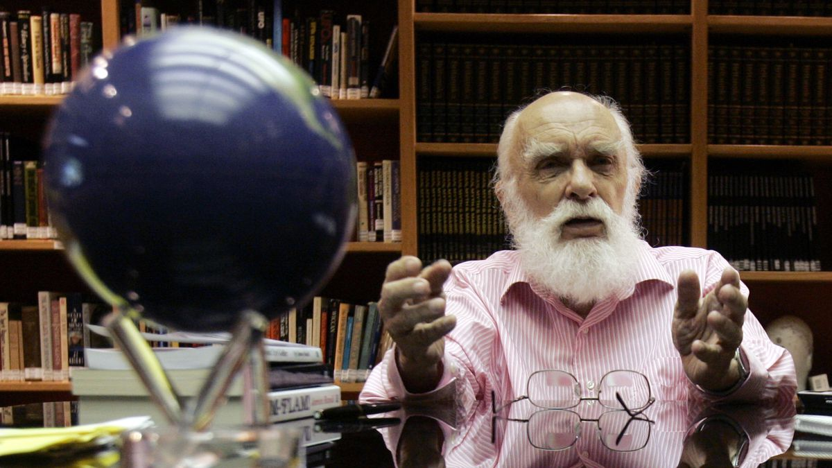 In this Friday, June 29, 2007, file photo, James Randi talks to a reporter in Fort Lauderdale,...