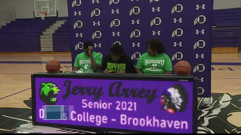Bonham's Arrey signs with Brookhaven