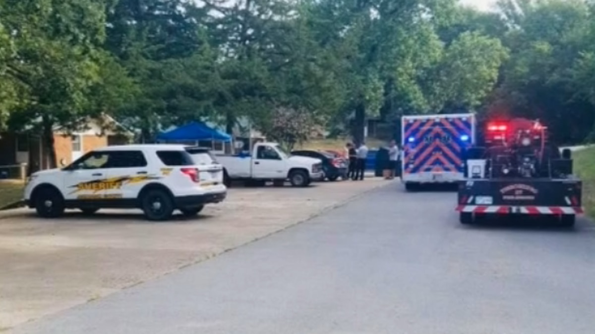 Tishomingo police say a man is hurt and a woman is in jail after a stabbing Monday morning.
