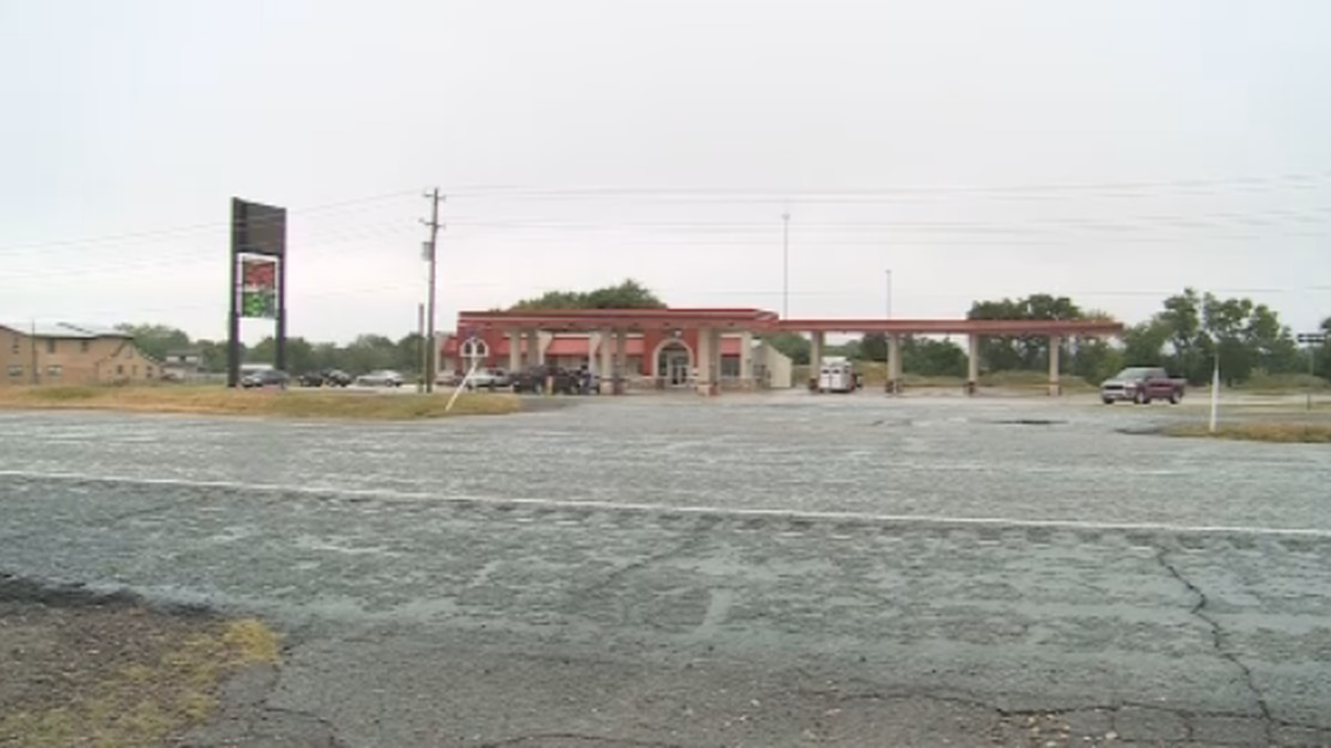 A man is dead after a crash at the Lucky Truck Stop in Whitesboro (KXII)