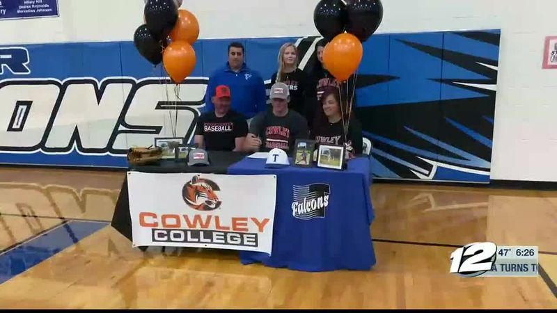 Turner's Ridge Parker signs with Cowley