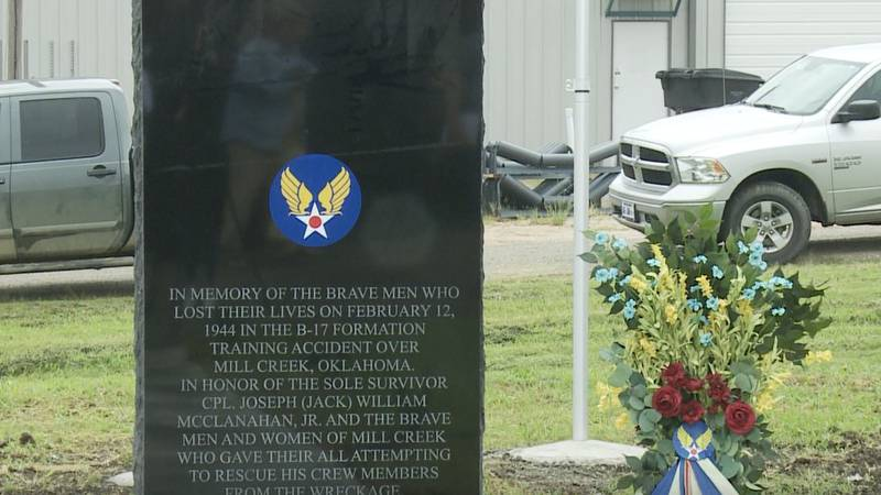 Mill Creek Class of 2025 builds monument to honor soldiers who died in B-17 training mission in...