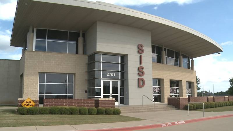 As COVID-19 cases across Grayson County, Sherman ISD is adapting to keep students and staff safe.