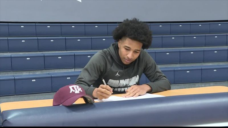Grayson's Cash signs with Texas A&M